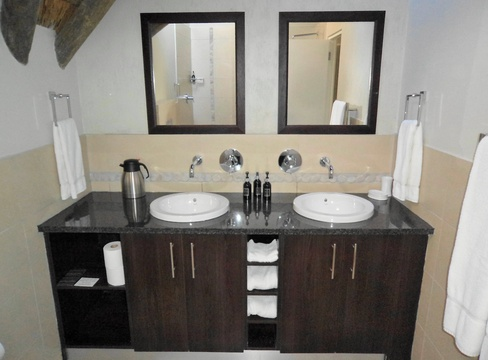 Double Vanity, St Francis Golf Lodge